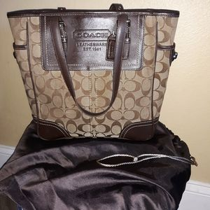Coach f10659 authentic signature tote with duster